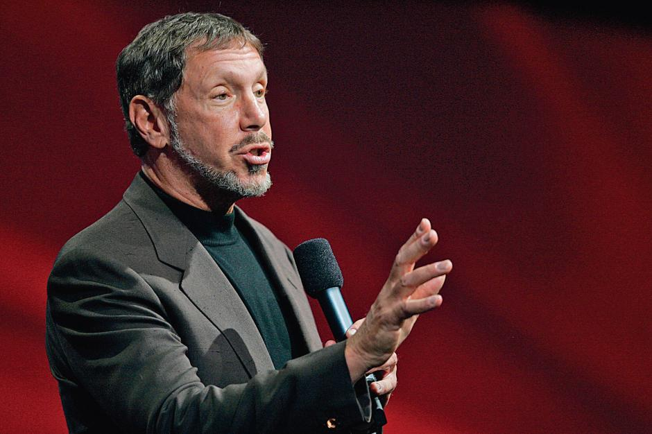 Oracle CEO Larry Ellison makes a point as he delivers his keynote address at Oracle OpenWorld in San Francisco, September 24, 2008. ROBERT GALBRAITH/REUTERS