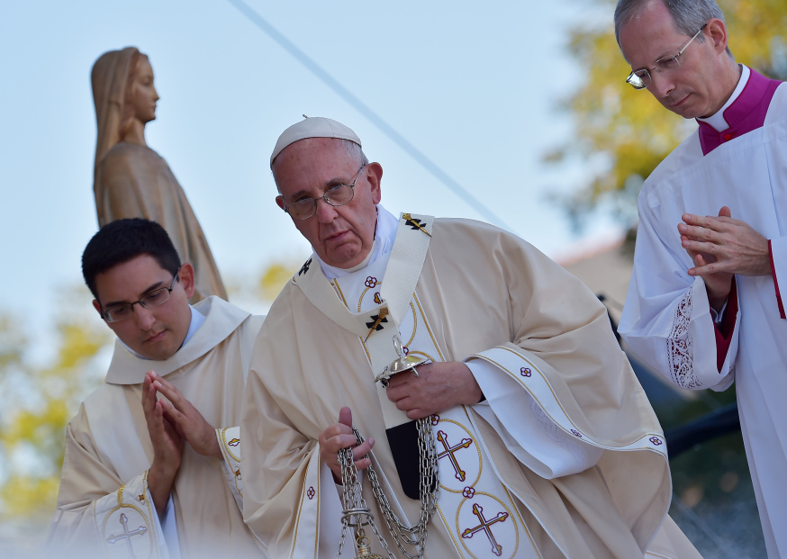 Pope Francis delivers Mass at the Basilica of the National Shrine of the Immaculate Conception in Washington, DC, on September 23, 2015. AFP PHOTO / VINCENZO PINTO