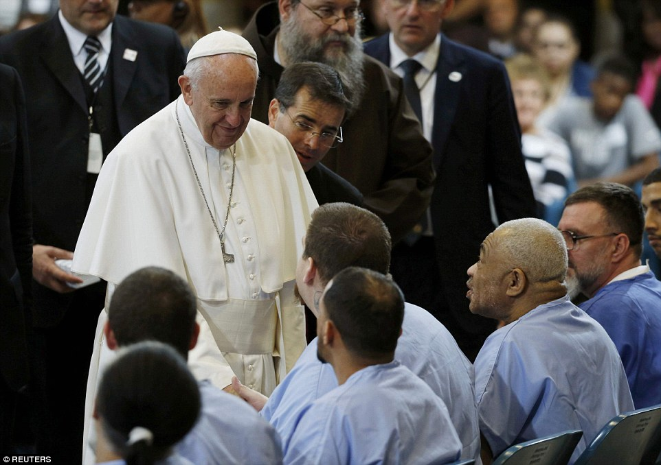 2CD3DAB600000578-3250894-Pope_Francis_shook_hands_and_spoke_with_inmates_at_the_prison_af-a-81_1443369553187