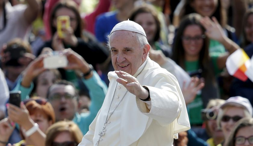 Pope Francis waves as he arrives to lead his Wednesday general audience in Saint Peter's Square at the Vatican, September 9, 2015. REUTERS/Max Rossi - RTS911