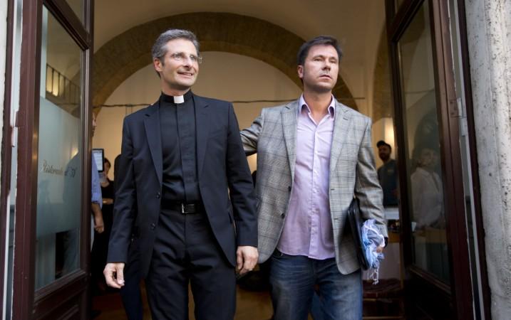 Vatican-Gay-Priest_Webf-3-717x450