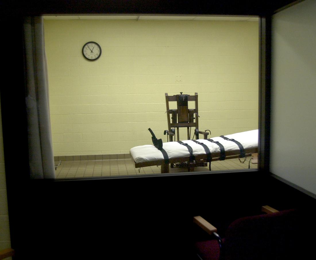 393846 05: A view of the death chamber from the witness room at the Southern Ohio Correctional Facility shows an electric chair and gurney August 29, 2001 in Lucasville, Ohio. The state of Ohio is one of the few states that still uses the electric chair, and it gives death row inmates a choice between death by the electric chair or by lethal injection. John W. Byrd, who will be executed on September 12, 2001, has stated that he will choose the electric chair. (Photo by Mike Simons/Getty Images)