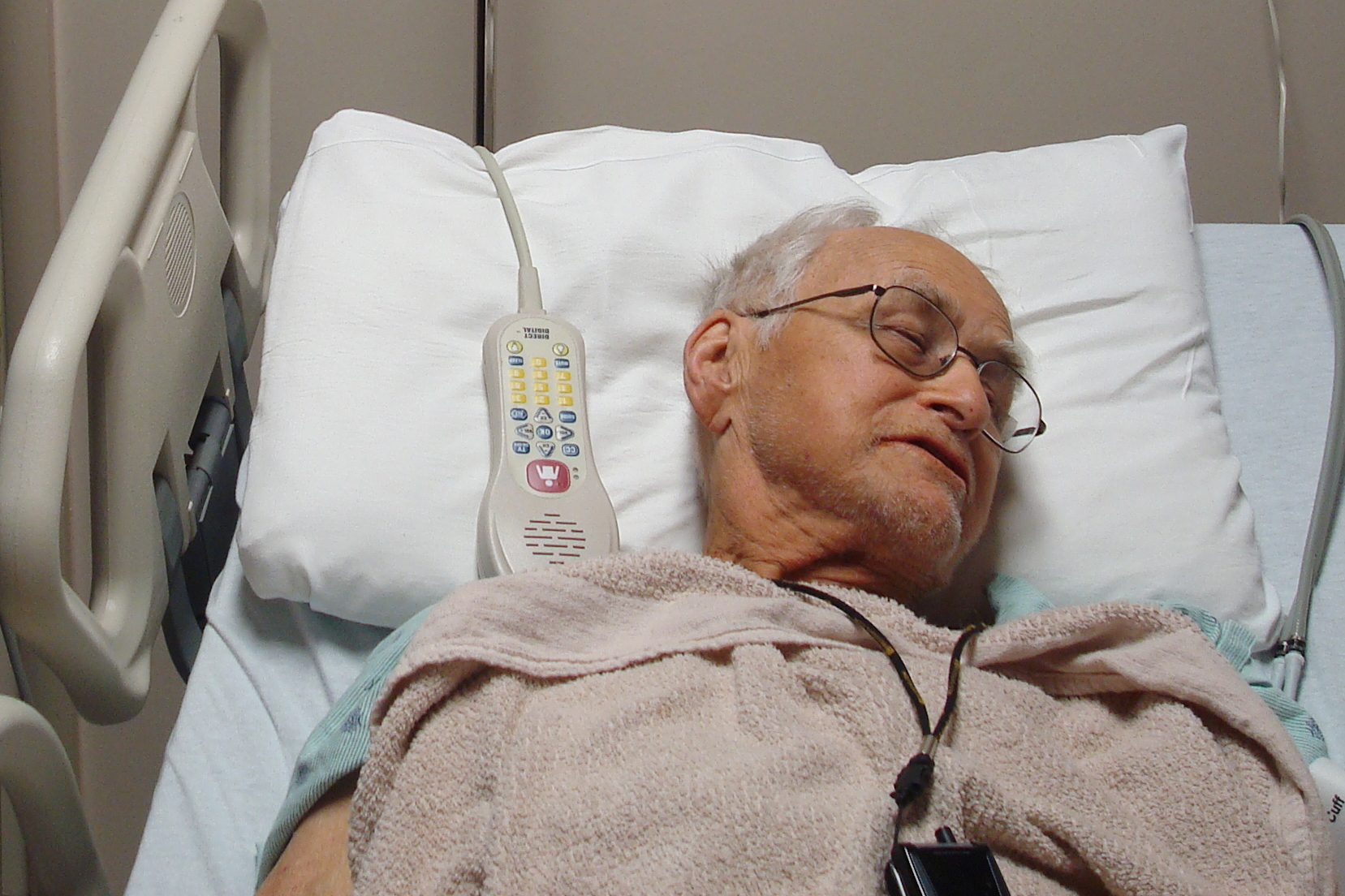 web-man-hospital-bed-elderly-anique-cc