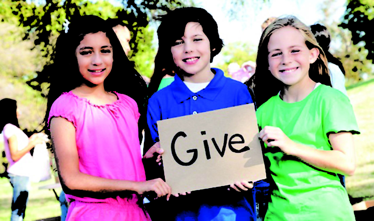 kids-volunteer-give1
