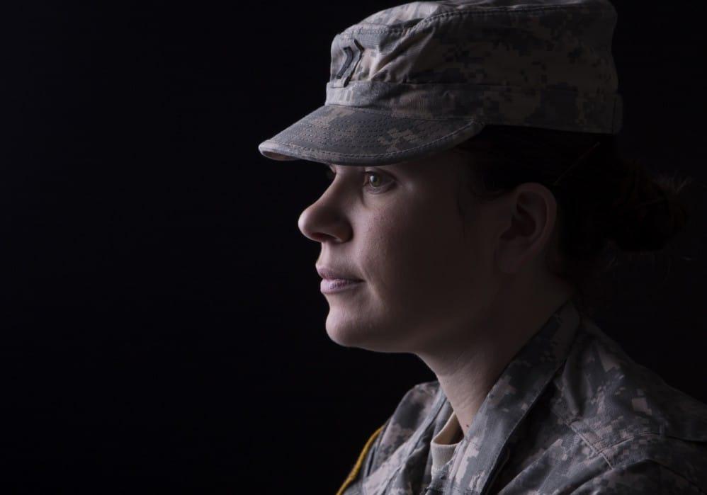 American-soldier-woman-1280x896-998x699