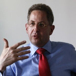 Hans-Georg Maassen from the Federal Office for the Protection of the Constitution (BfV) gestures during an interview in Berlin, Germany August 4, 2015. Fewer Germans have gone to Syria and Iraq to fight with Islamic State in the past few months than during last year's surge following the militants' declaration of an Islamic caliphate, the head of Germany's domestic intelligence said. Picture taken August 4, 2015. REUTERS/Fabrizio Bensch - RTX1N45K