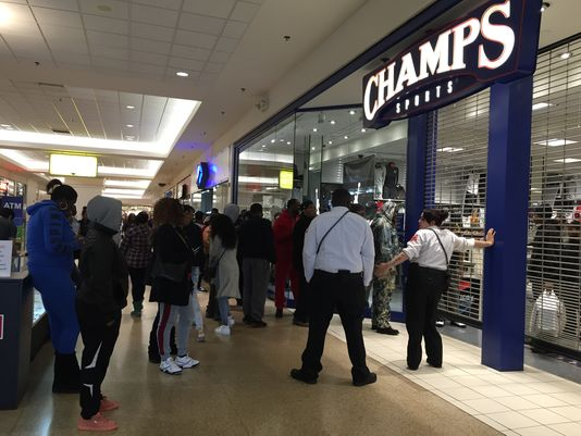 shutdown at eastland Macy's is closing 68 stores — here's where they will shut down hayley peterson jan 4, 2017, 4:20 pm 707,275 eastland center, harper woods, mi.