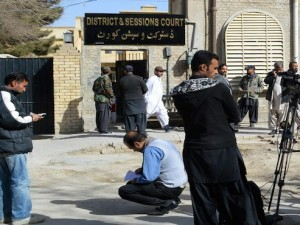 Pakistani journalists gather outside court during a hearing in Quetta on Janaury 14, 2015. A Pakistani court on January 14 indicted Pervez Musharraf over the 2006 killing of a separatist leader, the latest legal hurdle facing the former military ruler since his return from self-imposed exile two years ago. The charges by the court in the southwestern city of Quetta are unlikely to cause any immediate problems for the 71-year-old, who has not attended a single hearing in the case since it began in 2013.    AFP PHOTO / Banaras KHAN / AFP PHOTO / BANARAS KHAN