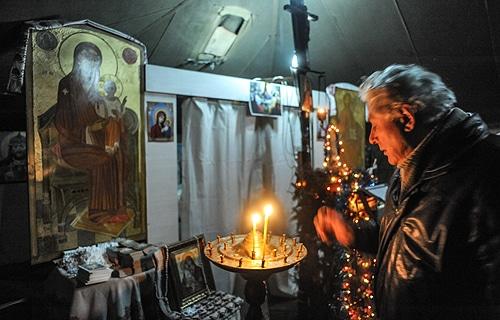 12.02.2014 Kijow / Ukraina / Majdan Namiot Kaplica Prawoslawie