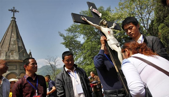A Chinese Catholic kisses a crucifix during a pilgrimage in Baoji, China, in this May 3, 2013, file photo. (CNS photo/Wu Hong, EPA)