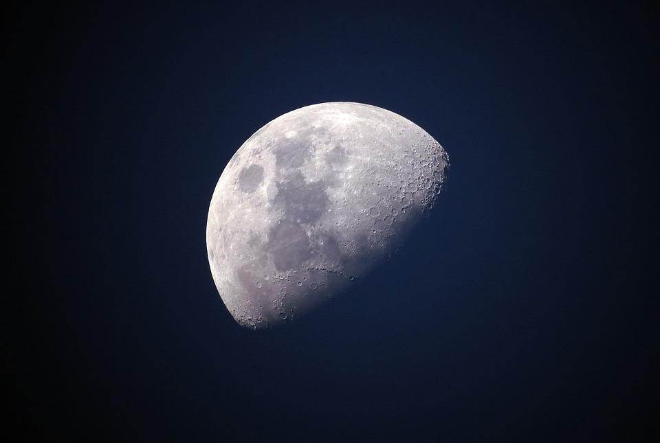 moon-1527501_960_720