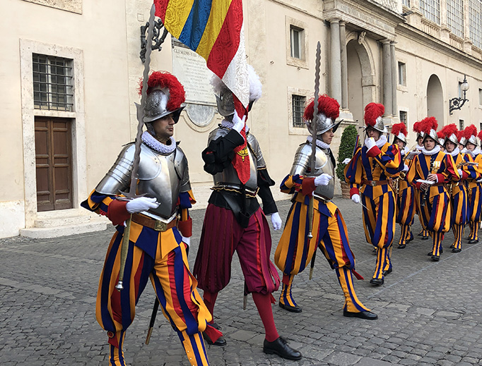 32 New Swiss Guards Take Oath of Loyalty in Traditional ...